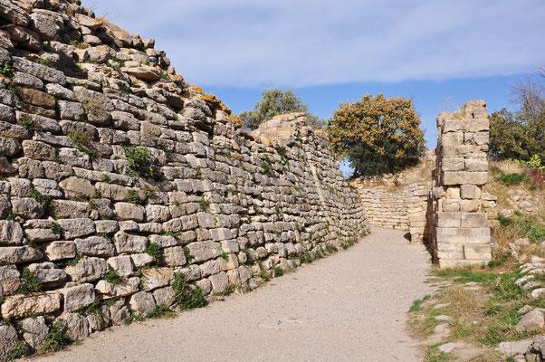 Stadtmauer von Troja VI, Ansicht von Süden, zerstört um 1240 v. Chr.