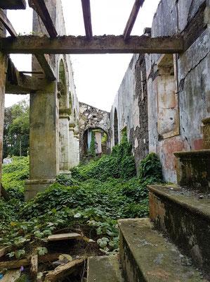 Kirchenruine von Ribeirinha, Blick in ein Seitenschiff