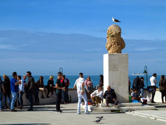 Uferpromenade Avenida Campo del Sur, Skulptur Busto de Paco Alba