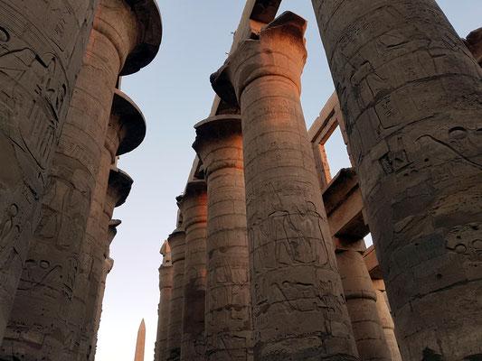 Der Große Säulensaal (Hypostol) mit 134 Säulen in 16 Reihen gehört zu den bedeutendsten Bauwerken, die aus ägyptischer Zeit erhalten sind.