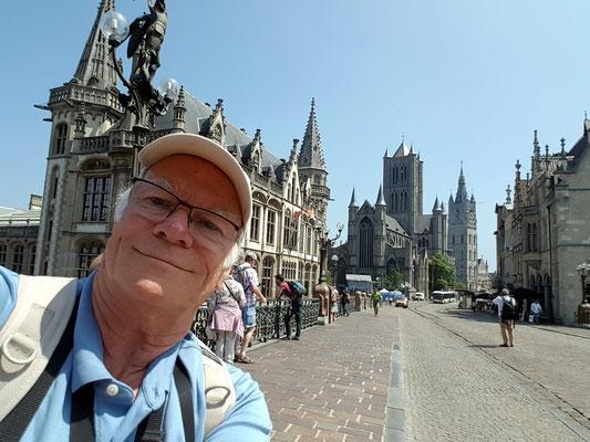 Auf der Sint-Michielsbrug mit Blick auf die Türme Sint-Niklaaskerk und Belfried