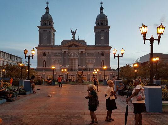 Parque Céspedes mit Kathedrale