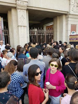 Wartende Besucher zur Generalprobe mit Khatia Buniatishvili (14.9.2018)