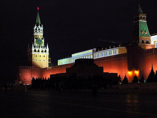 Roter Platz mit Spasskaya-Turm und Lenin-Mausoleum