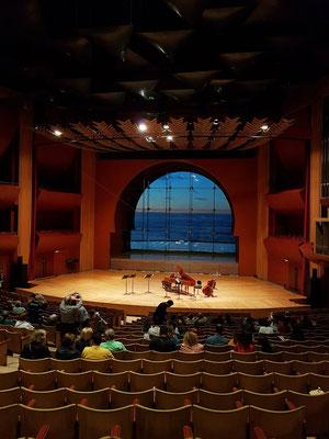Konzertsaal des Auditorium Alfredo Kraus mit dem Fenster zum Atlantischen Ozean