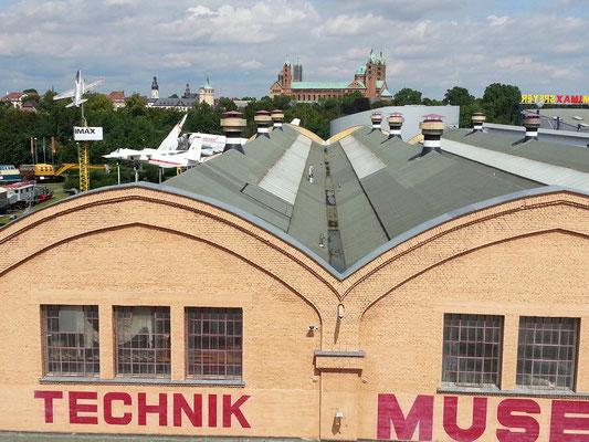 Blick von der Boeing 747 auf Technik-Museum und Dom zu Speyer