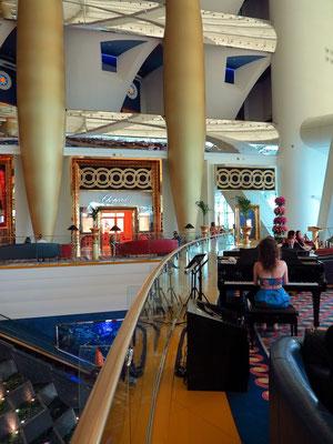 Lounge-Bar mit Piano-Musik