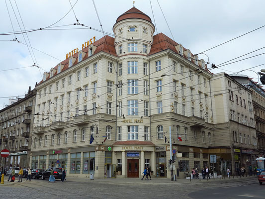 Hotel Piast gegenüber dem Bahnhof
