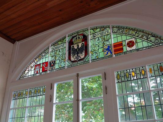 """Farbenfrohe Wappen des Königreichs Preußen im """"Transatlantischen Haus"""""""