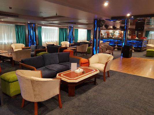 Bar und Lounge auf Deck 2