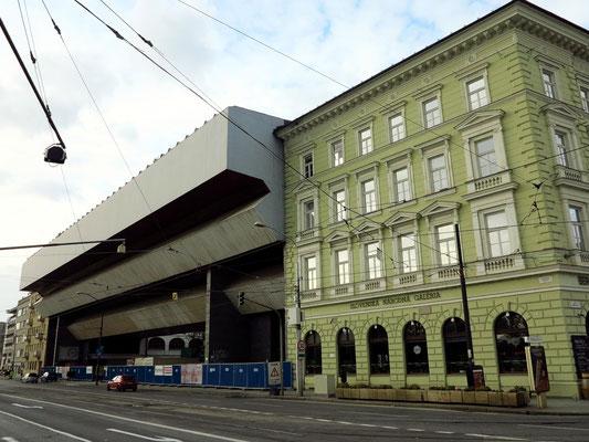 Hauptgebäude der Slowakischen Nationalgalerie (Palais Esterházy), links der moderne Zubaus aus den 1970ern