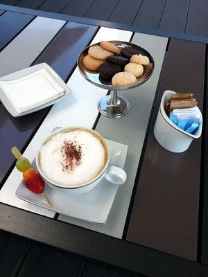 Hotel Myriad Lissabon, Kaffeepause in der Bar