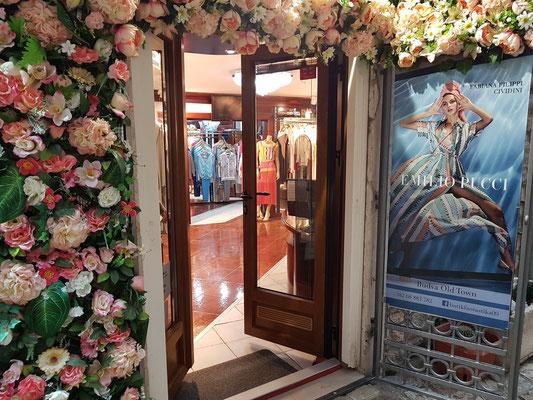 Exklusives Modegeschäft in der Altstadt von Budva