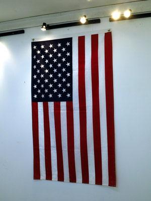 Amerikanische Flagge, Ausstellung im Gebäude von El Taller Experimental de Gráfica