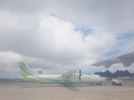 Interinsulare Flugzeuge von Binter. Vor dem Start auf dem Aeropuerto Tenerife Norte (Los Rodeos)
