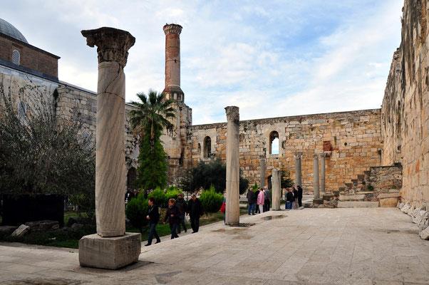 Innenhof der Isabey-Moschee