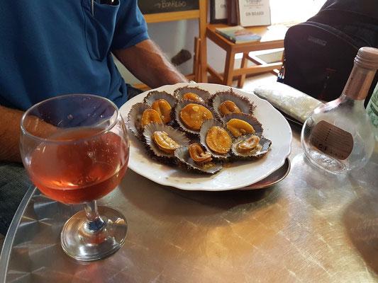 "Lunch im Restaurante ""O Pescador"" in Ponta Delgada (Lapas = Napfschnecken mit Roséwein)"