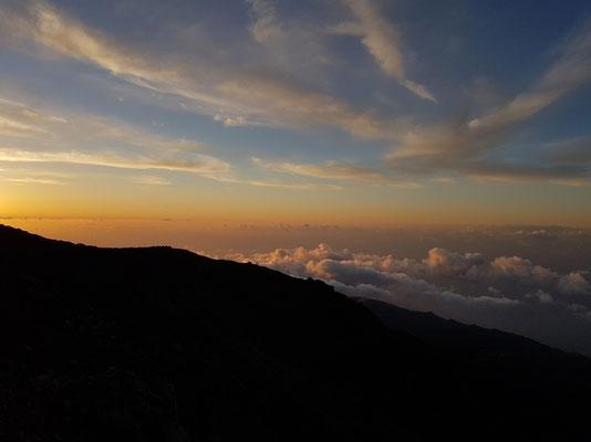 Über den Wolken in 2400 Meter Höhe, Blick nach NW