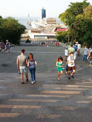 Potemkinsche Treppe. Die legendäre 192stufige Treppe verbindet die Innenstadt Odessas mit dem Hafen und ist das Wahrzeichen der Stadt.