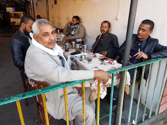 Kaffeehaus auf der Saad Zaghloul südlich des Bahnhofs