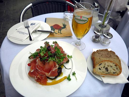 """Lunch im Restaurant """"Zum Schwarzen Kameel"""""""
