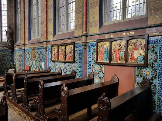 Mettlach, Kapelle St. Joseph, Kreuzwegstation an der Wand