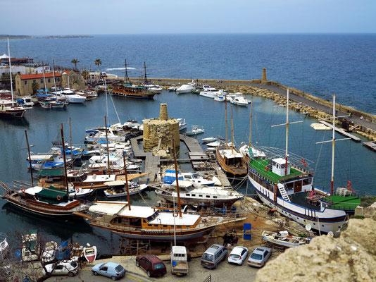 Blick von der Festung auf den Hafen von Kyrenia