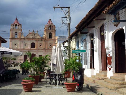 Camagüey, An der Plaza del Carmen