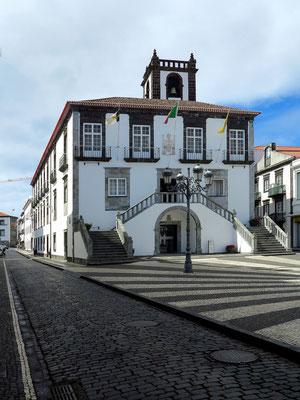 Rathaus (Câmara Municipal), typischer azoreanischer Barockbau aus der ersten Hälfte des 18. Jahrhunderts