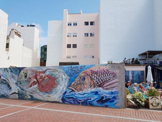 Graffiti an der Avenida Apolinario 24 und kleine Cafeteria