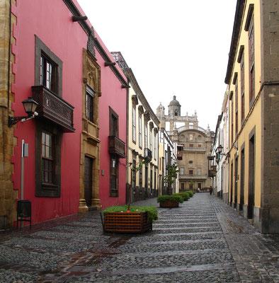 Las Palmas, Calle Balcones mit Blick auf Kathedrale Santa Ana