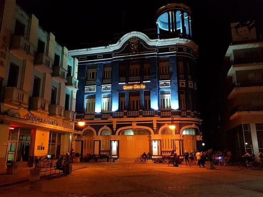 Camagüey, Centro de Convenciones Santa Cecilia bei Nacht