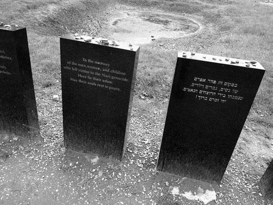 Gedenksteine an der Aschegrube