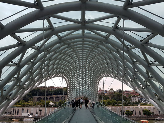 Friedensbrücke (Architekt: Michele De Lucchi)