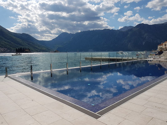Swimmingpool im Hotel Iberostar Grand Perast