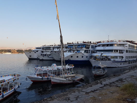 Nilkreuzfahrtschiffe in Luxor