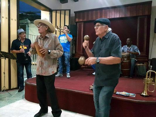 Francisco Ulloa y su piquete,  Casa Trova de Santiago de Cuba