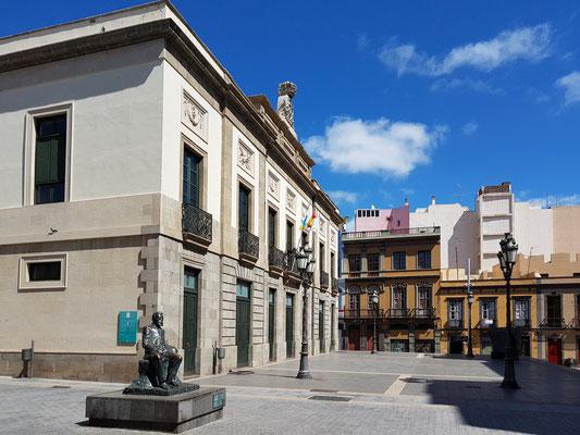Teatro Guimerá mit Denkmal von Denkmal Angel Guimerá y Jorge