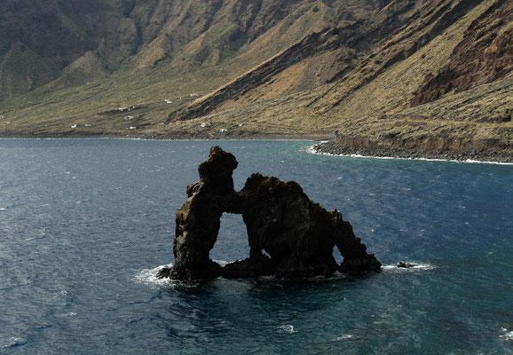 Der Roque de la Bonanza ist das Wahrzeichen von Las Playas.