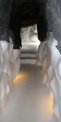 Fundación César Manrique, Verbindungsgang zwischen den Kellerräumen (vulkanische Grotten)