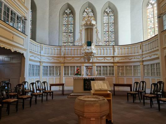 Innenraum der Bachkirche. Hier finden regelmäßig Konzerte und CD-Neuaufnahmen des Thüringer Bach Collegiums unter Leitung von Gernot Süßmuth statt.