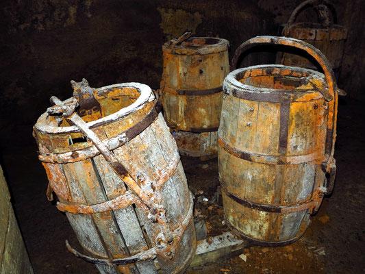 Fässer im Tiefkeller der Festung Königstein