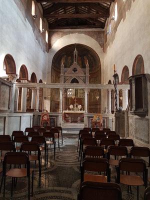 Santa Maria in Comedin, Altarraum mit Schola cantorum und Ziborium.