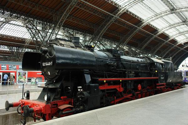 Lokomotiven der Baureihe 52 der Deutschen Reichsbahn sind die bekanntesten Kriegslokomotiven. Sie wurden ab 1942 bis ca. 1951 in mehr als 7000 Exemplaren gebaut. (2.9.2006)