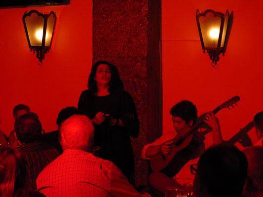 Sandra Correia und Gitarrist Carlos Leitão im Clube de Fado, Lissabon