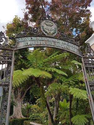Eingang zum Park Servicio Agronómico Nacional Hijuela del Botánico, 1788 angelegt