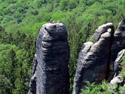 Felskuppen der Schrammsteine sind beliebtes Ziel ausgerüsteter Bergkletterer