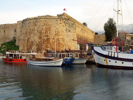 Festung von Kyrenia und Hafen