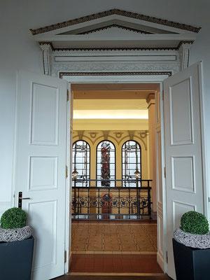 Ausgang vom Café Meyerbeer in das Treppenhaus der Europa-Galerie