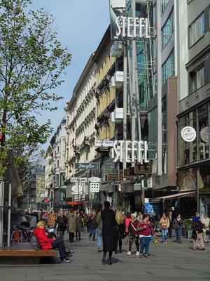 Einkaufsstraße Kärntner Straße 19, in Höhe des Steffl Department Store